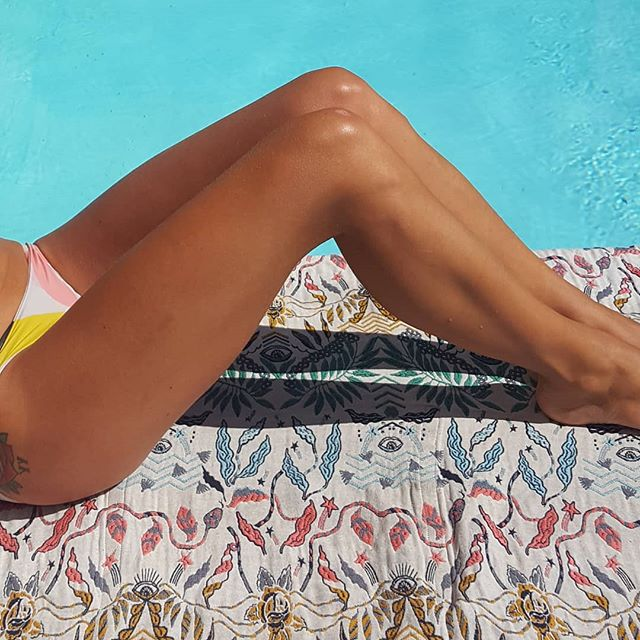 couverture / picnic bag 2 en 1 #gambettes #recup #findestock #jambes #legs #tissustissesenfrance #bronzage #tanedskin #taned #culottes #maillotdebainfemme